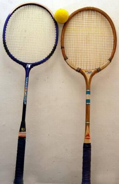 Ball badminton